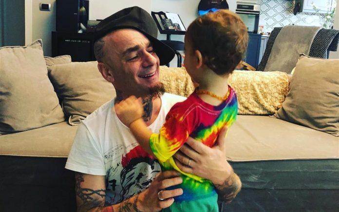 j-ax parla a radio italia del figlio
