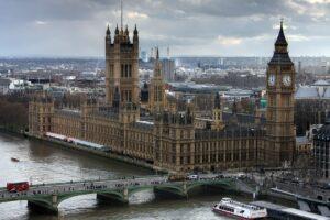Gran Bretagna, nuove misure restrittive per contenere il Covid 19