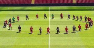 Liverpool: tutti in ginocchio per ricordare George Floyd