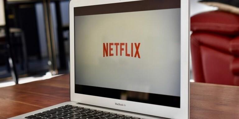 Netflix, vaccinazione obbligatoria sui set americani e britannici