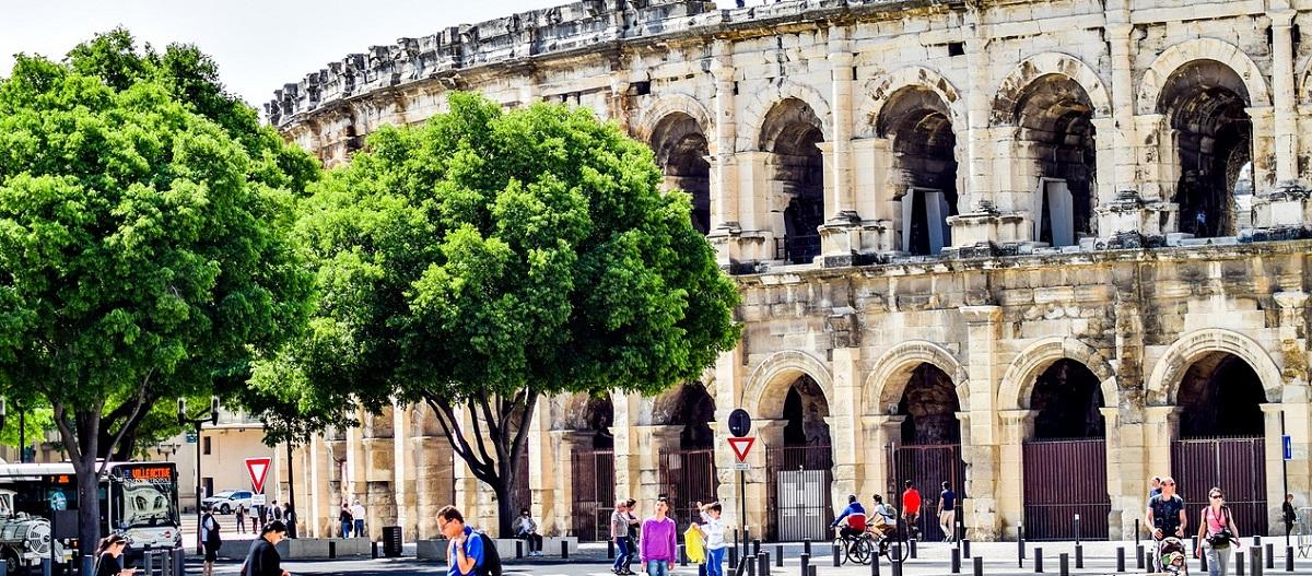 anfiteatro di Nimes al posto del Colosseo